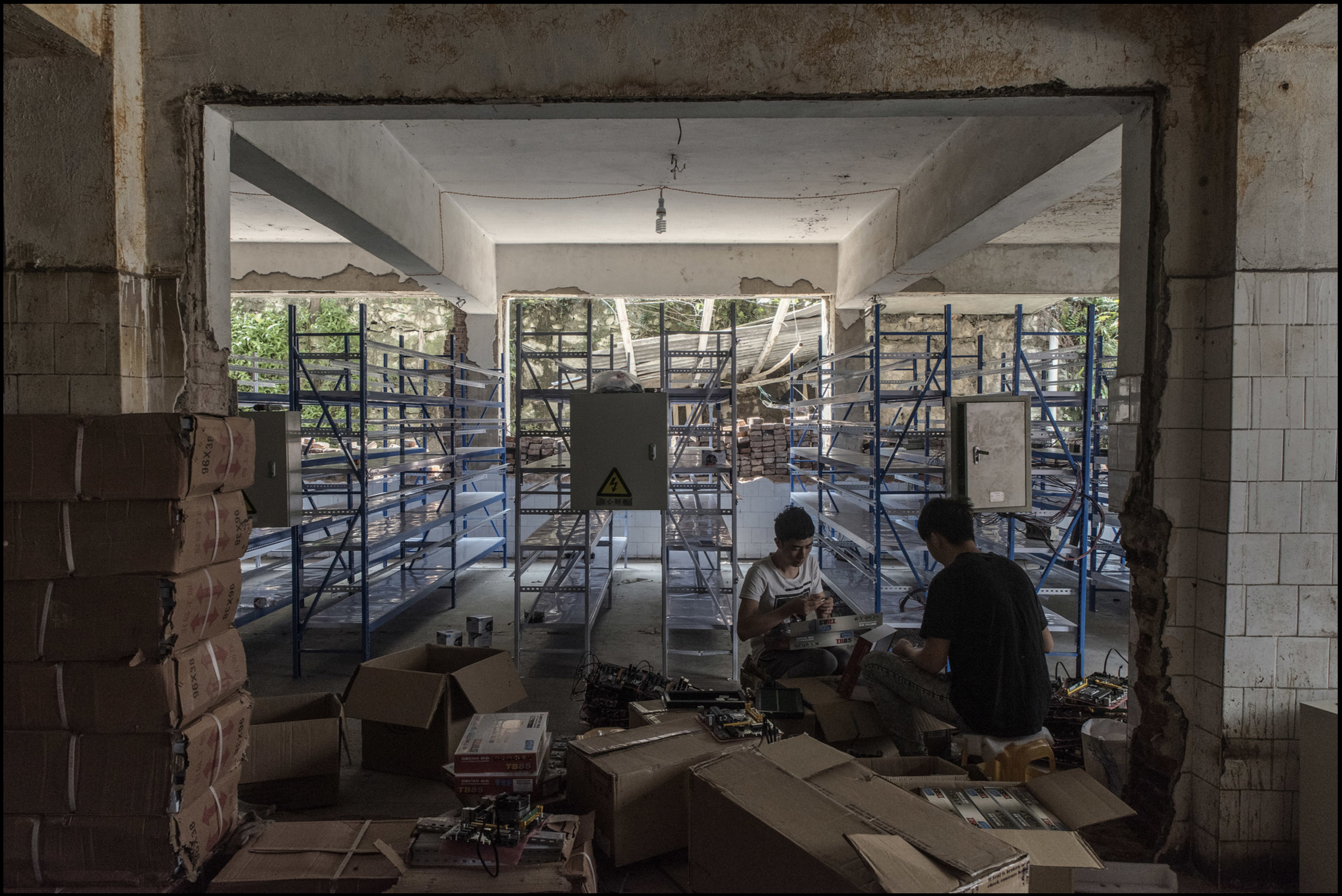 FireShot Capture 7 - Mining for Bitcoin in China - The gate_ - http___www.nytimes.com_slideshow_20