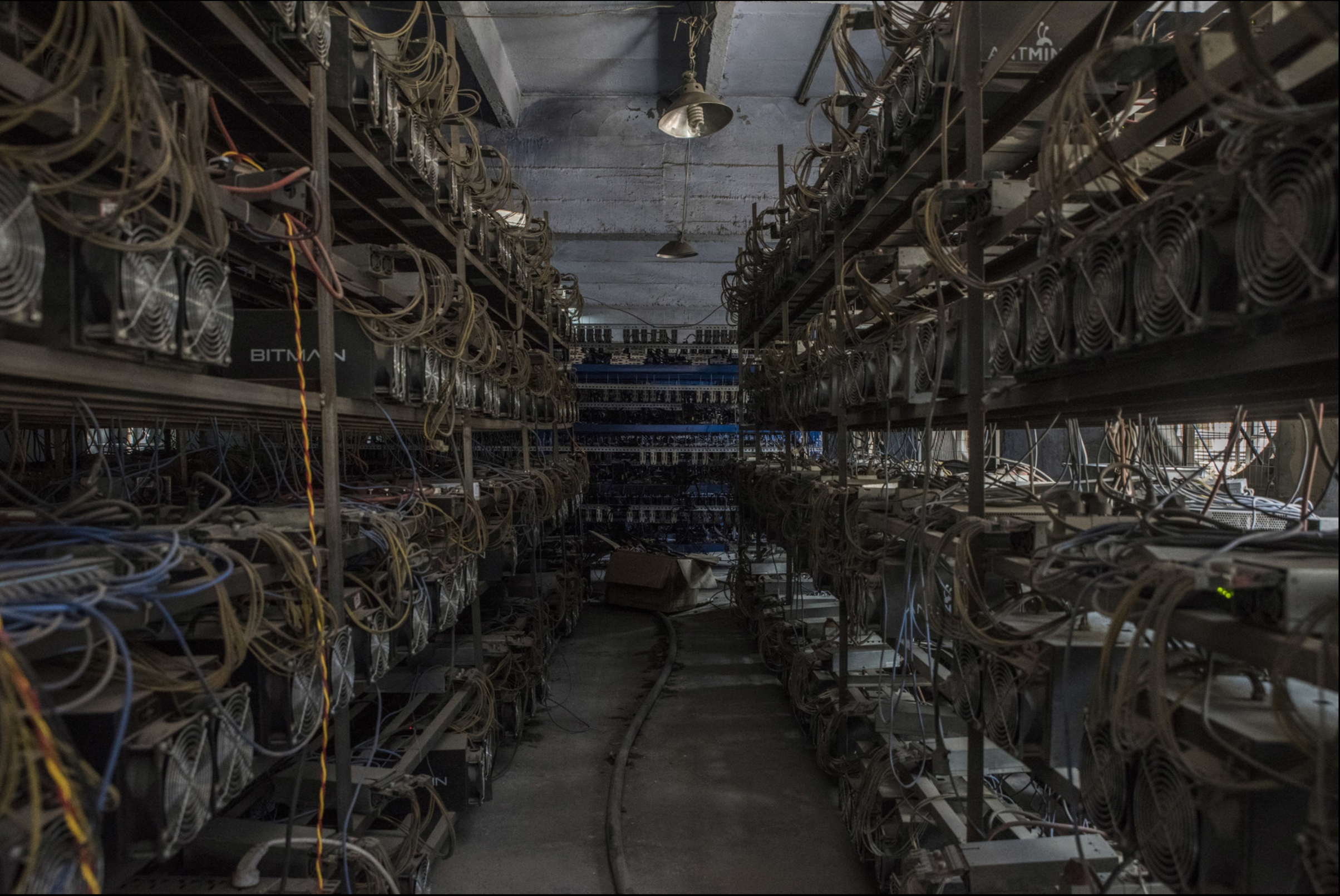 FireShot Capture 9 - Mining for Bitcoin in China - The gate_ - http___www.nytimes.com_slideshow_20